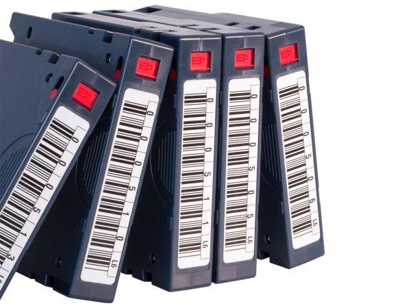 """Anwendung: Datenträger etiketten Material:Polyethylen-Folie weiß matt opak Größe:77x16mm Kopfzeile:""""ohne"""" Barcode:Code 39 ohne Prüfziffer Stellenanzahl:8-stellig Sonderetikett:Postfix 2 Menge:20"""